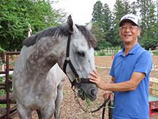引退馬問題に注ぐ情熱—元管理馬を引き取った鈴木伸尋調教師