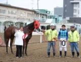 【地方競馬】「生え抜きの活躍馬が育てられたら」 浦和・平山真希調教師が通算300勝を達成