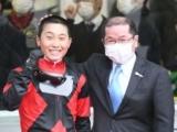 【阪神12R・4歳上2勝】ルーキー小沢大仁騎手が早くも2勝目!師匠の管理馬でも白星あげる