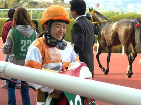 藤田菜七子騎手との対戦に、別府真衣騎手「とてもワクワクしています」。(撮影:赤見千尋)