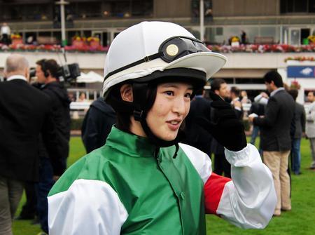 初の海外で騎乗前に笑顔を見せていた藤田菜七子だったが…