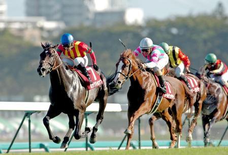 セントライト記念を制覇したロックドゥカンブ(左)=2007年9月16日