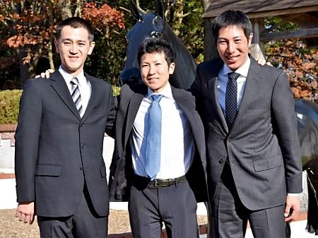 調教師試験に合格した(左から)和田勇介さん、田中博康騎手、林徹さん(撮影:佐々木祥恵)