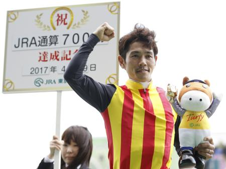 JRA通算700勝を達成した戸崎圭太騎手(c)netkeiba、撮影:下野雄規