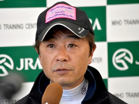 アエロリットについて「牡馬に負けないくらいの強気な気性をしています」と語った菊沢調教師(撮影:佐々木祥恵)