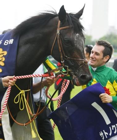 M.デムーロ騎手騎乗のサトノクラウンが宝塚記念を制覇(c)netkeiba