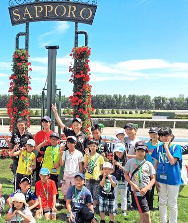 藤岡佑発案で企画されたイベント「馬とジョッキーと遊ぼう」が、8日に札幌競馬場で開催された様子