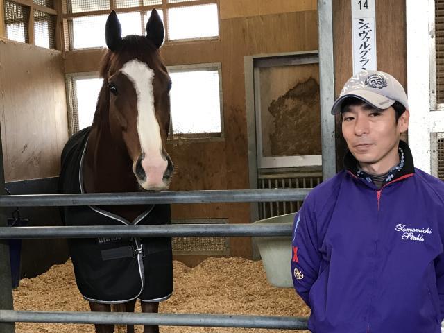ジャパンCを制したシュヴァルグランと担当の津田助手(撮影:花岡貴子)