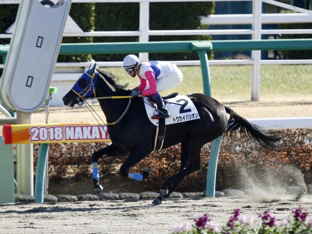 後続を突き放して新馬勝ちしたトウカイパシオン(撮影:下野雄規)