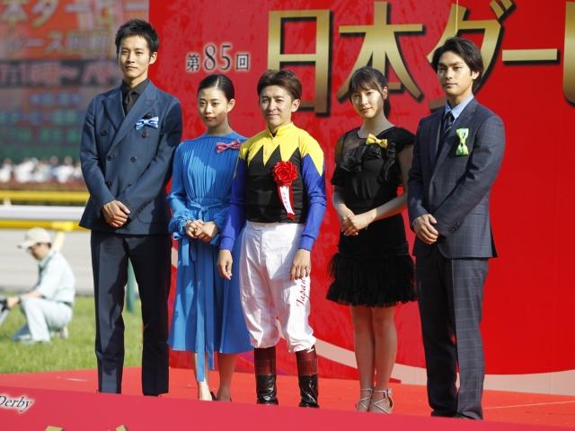 JRA2018年間プロモーションキャラクターの皆さんと福永騎手(c)netkeiba.com、撮影:下野雄規