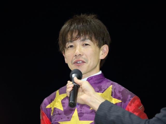 6番人気ハービンマオを勝利に導いた松岡正海騎手(撮影:高橋正和)