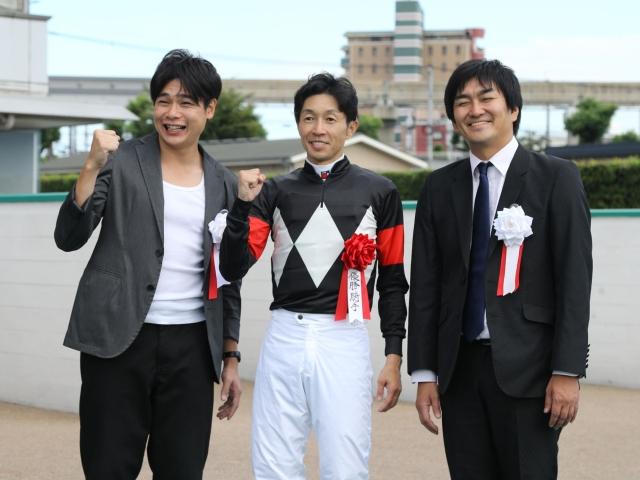 武豊騎手と平成ノブシコブシのお二人(c)netkeiba.com