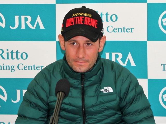 「もちろん連覇したいですし、勝ちたいです」と語ったモズカッチャンのM.デムーロ騎手(撮影:花岡貴子)