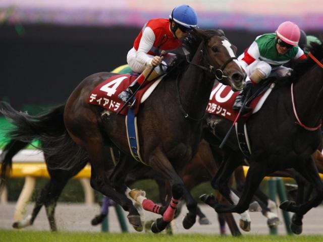 ディアドラがゴール前で差し切った府中牝馬S(撮影:下野雄規)