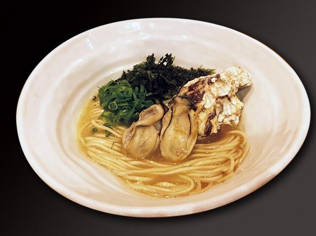 麺や厨の「濃厚牡蠣地鶏白湯らぁ麺」(写真提供:TCK)