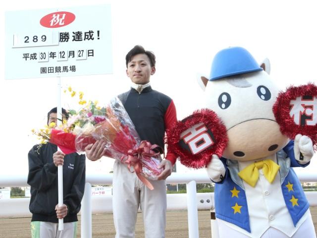 兵庫県競馬の年間最多勝記録を達成した吉村智洋騎手(撮影:稲葉訓也)