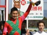 藤井勘一郎騎手、JRA初勝利