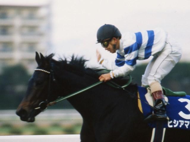 牡馬相手にも互角以上の戦いを続けた女傑ヒシアマゾンが死亡(1993年阪神3歳牝馬S優勝時)