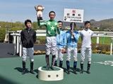 【JRA】ルーキーの菅原明良騎手が63戦目で初勝利