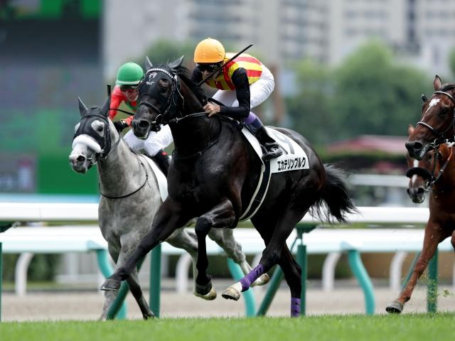 武豊騎手騎乗の1番人気エカテリンブルクが勝利