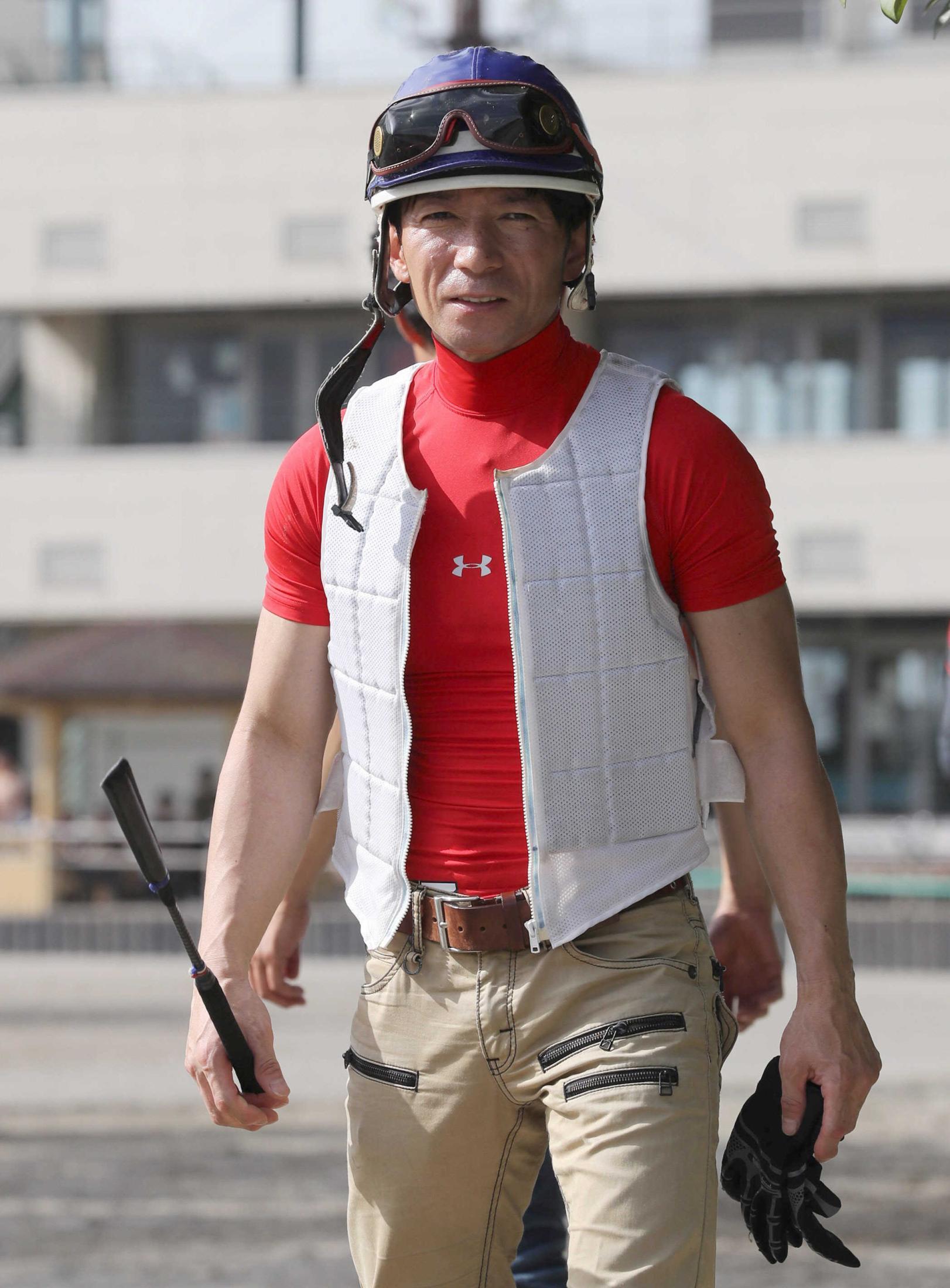シャドウノエルに騎乗する内田博