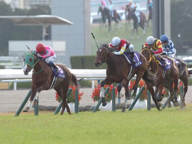 14年エリザベス女王杯では前年2着のラキシスがオークス馬ヌーヴォレコルトを交わし優勝