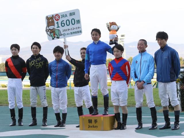 現役では7人目となるJRA通算1600勝を達成した岩田康誠騎手(c)netkeiba.com