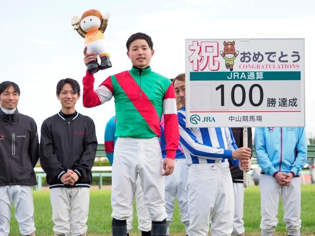 武藤雅騎手がJRA通算100勝達成(c)netkeiba.com、撮影:下野雄規