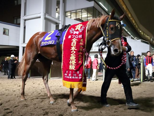吉原寛人騎手騎乗の5番人気ヴァケーションが勝利(撮影:高橋正和)