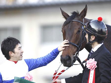 中山牝馬S・3連覇を目指していたレディアルバローザが右前脚のザ石で現役引退(写真は2012年中山牝馬S、撮影:下野雄規)