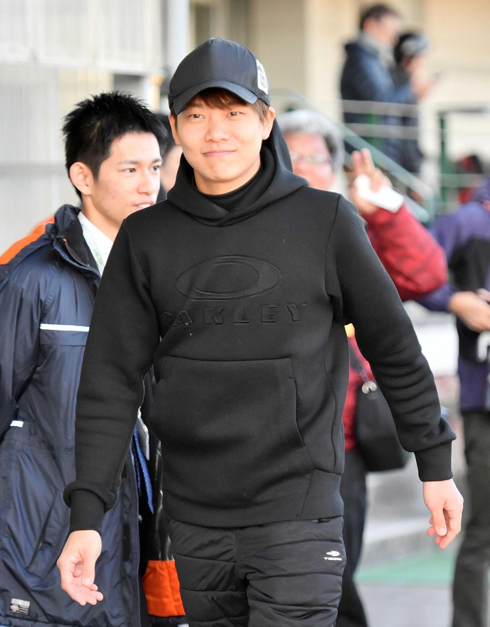 久しぶりに元気な姿を見せた三浦皇成騎手=2月19日、美浦トレセン