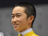 落馬骨折の菅原明良騎手、本日から調教騎乗を再開「もとの感覚で乗ることができました!」