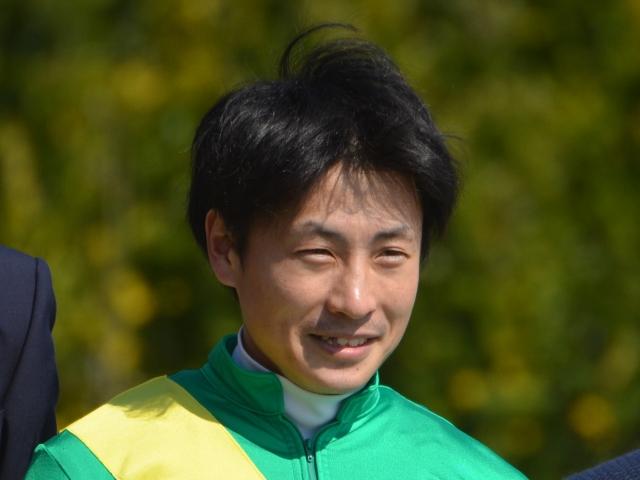 JRA通算900勝を達成した吉田隼人騎手(c)netkeiba.com