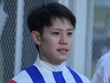 【JRA】菱田裕二騎手が落馬負傷、右大腿骨近位部骨折の疑い