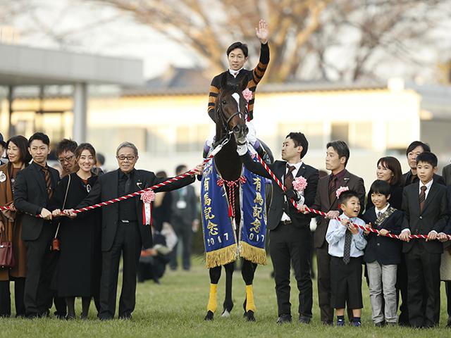 産駒が門別で初勝利をあげたキタサンブラック(写真は17年有馬記念勝利時、撮影:下野雄規)