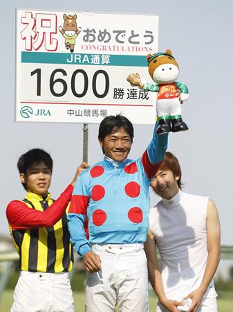 21日の中山8Rで田中勝春騎手がJRA通算1600勝を達成(撮影:下野雄規)