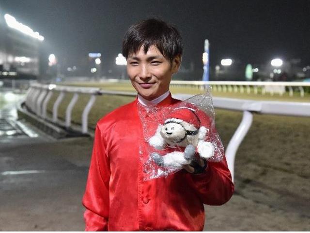 地方競馬通算1600勝を達成した山崎誠士騎手(写真提供:神奈川県川崎競馬組合)