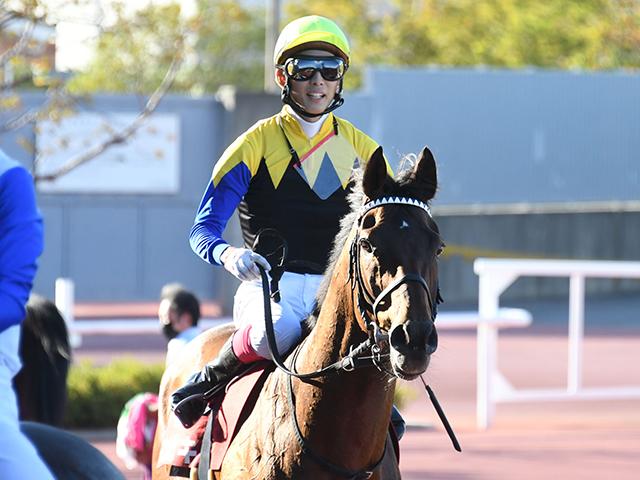 「力強い走りをしてくれた」とマカヒキを称えた藤岡康太騎手(c)netkeiba.com