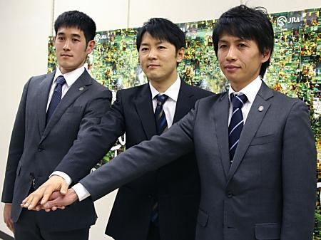 調教師試験に合格した(右から)渡邊薫彦さん、橋口慎介さん、齋藤崇史さん(撮影:花岡貴子)