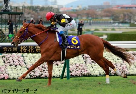 鮮やかに逃げ切って桜の女王に輝いたレッツゴードンキ=阪神競馬場
