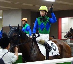 今年6月、トーセンアルニカ騎乗時(東京競馬場)
