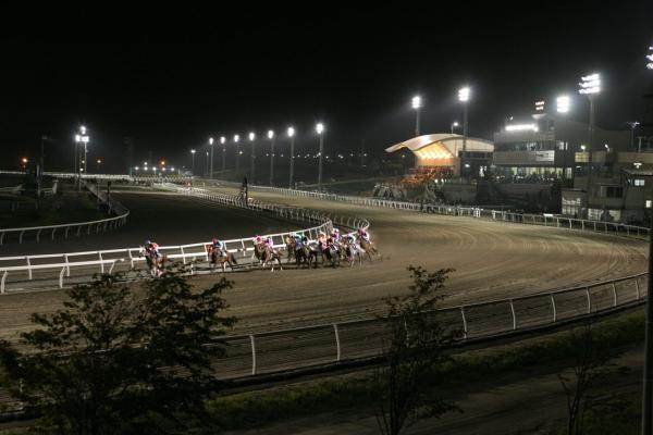 ナイター開催の門別競馬場