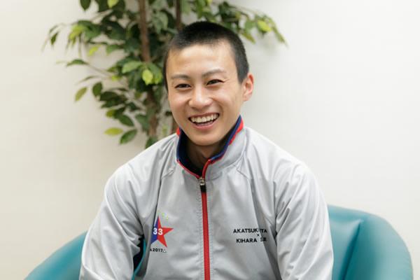 今回のゲストは乗馬経験ゼロという状態で競馬学校に入学した新人・富田暁騎手です